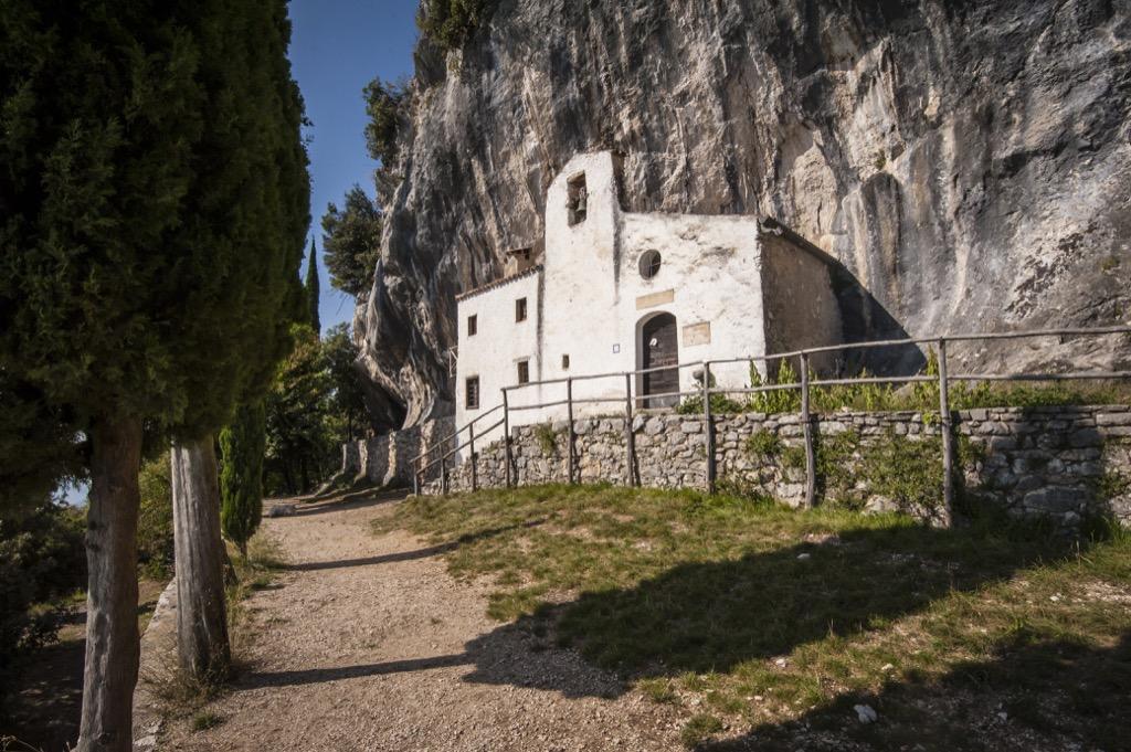 Einsiedelei San Valentino Kuscheln mit dem Fels